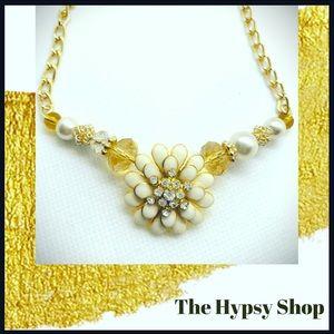 Jewelry - Flower necklace .